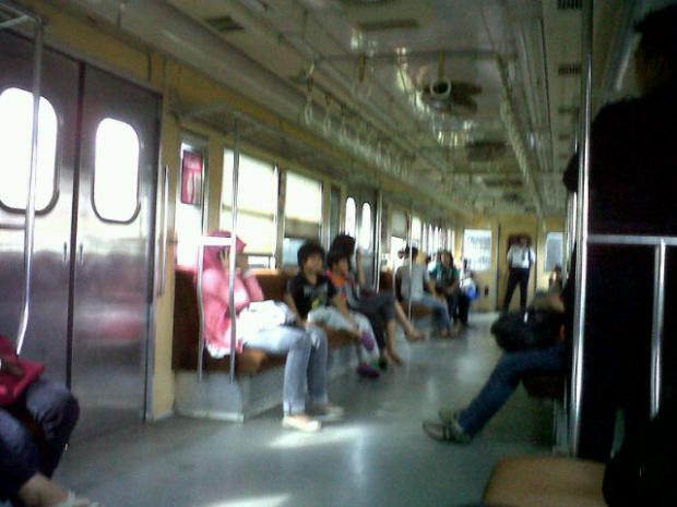 This is the scene inside the Sudirman Express :D Quite neat ;3